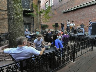 How to Find Great Live Music in UnexpectedPlaces